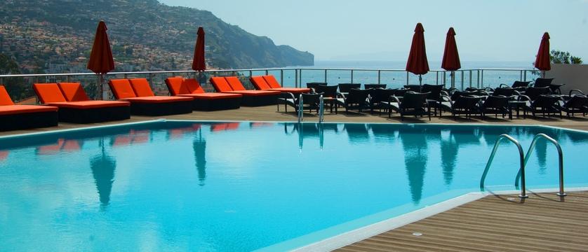 Funchal_four-views_pool.jpg